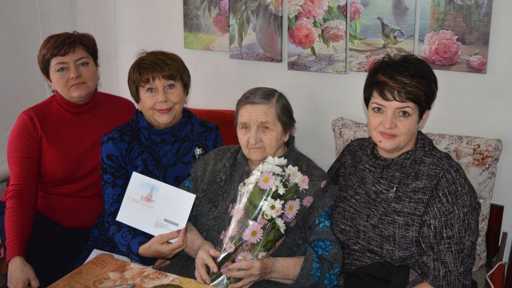 Долгожителя Кировского района поздравили с днем рождения