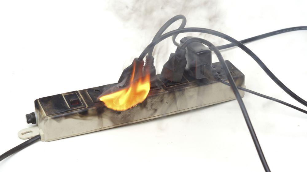 МЧС Республики Крым: Соблюдайте правила безопасной эксплуатации электроприборов, чтобы уберечь себя от беды и избежать пожара