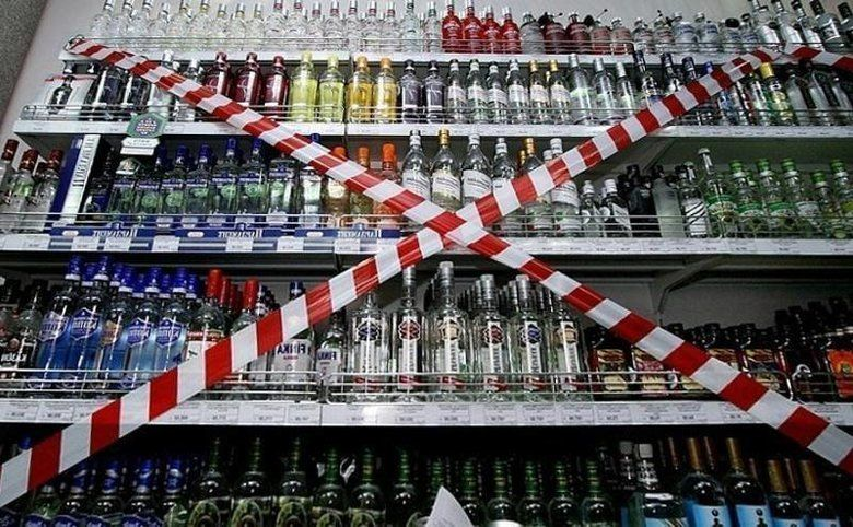 В Крыму хотят запретить продажу алкоголя в праздники: спрашивают мнение граждан