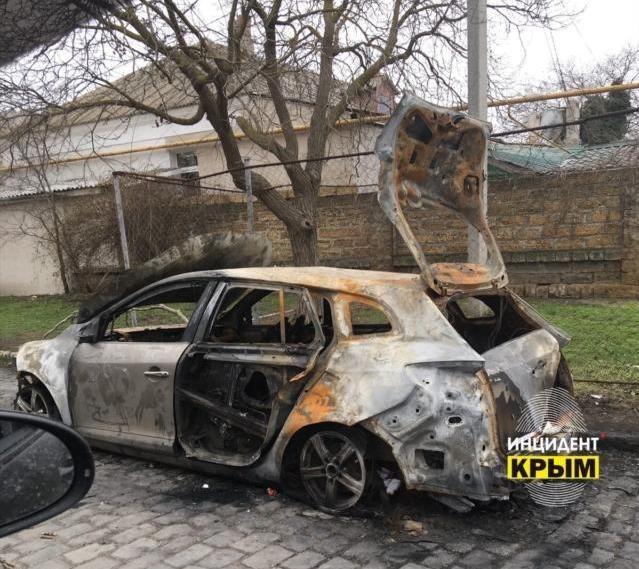 Ночью в Евпатории сожгли автомобиль