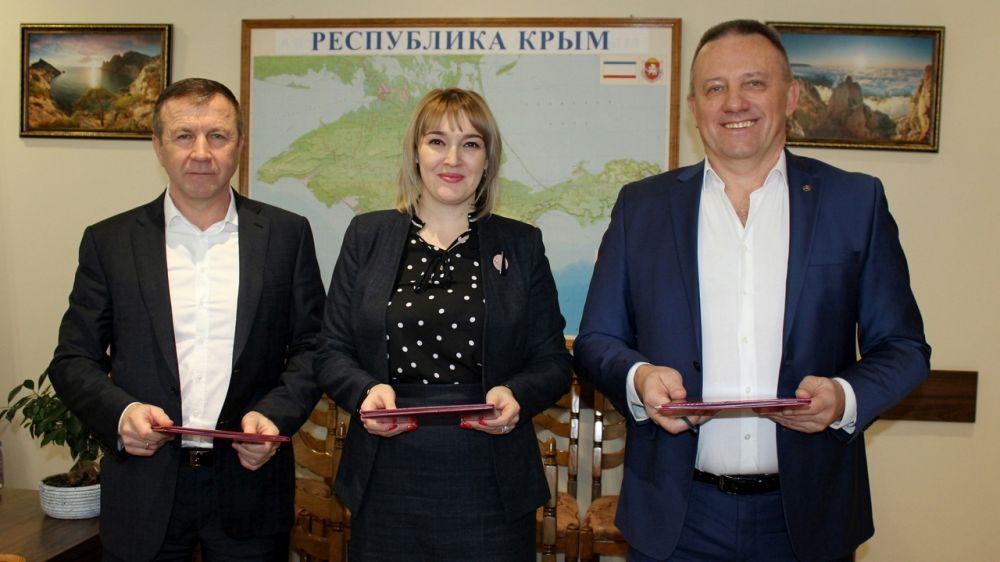 Между Минприроды Крыма, администрацией Джанкойского района и сетью АЗК ATAN подписано соглашение о сотрудничестве