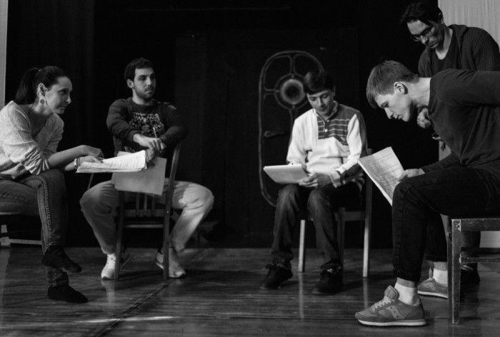 В театре им. Луначарского ставят спектакль о стресс-собеседовании «Метод Грёнхольма»