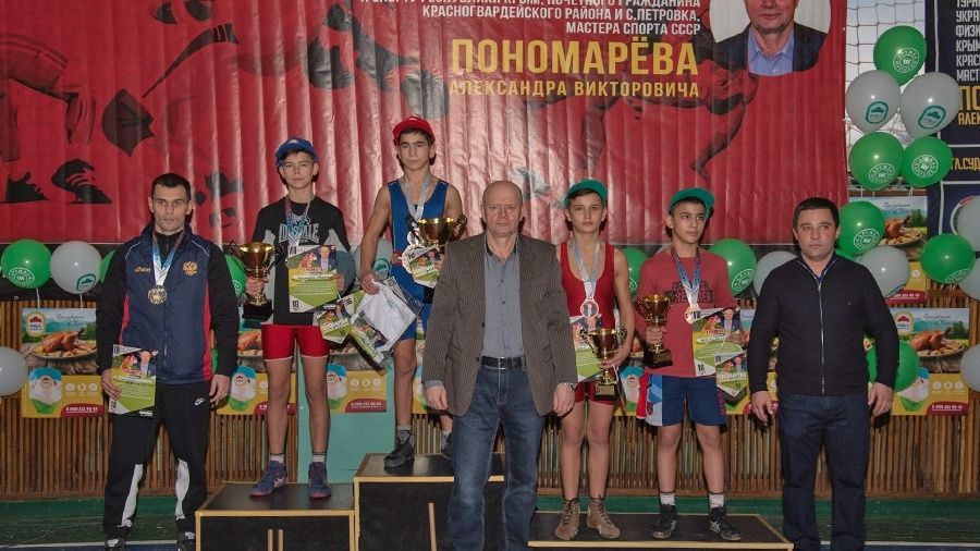 В Петровке Красногвардейского района в восьмой раз прошел борцовский турнир в честь Александра Пономарева