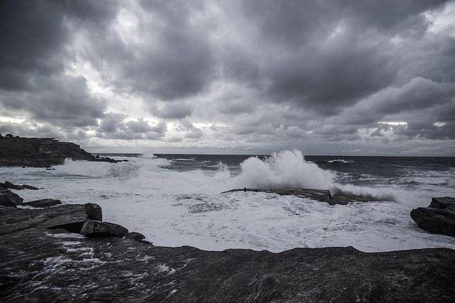 Штормовое предупреждение по всему Крыму на 23, 24 января: снег, сильный ветер