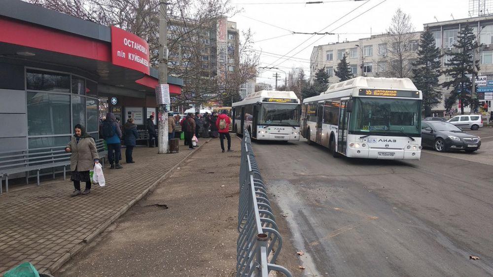 На площади Куйбышева в Симферополе закрыли остановку