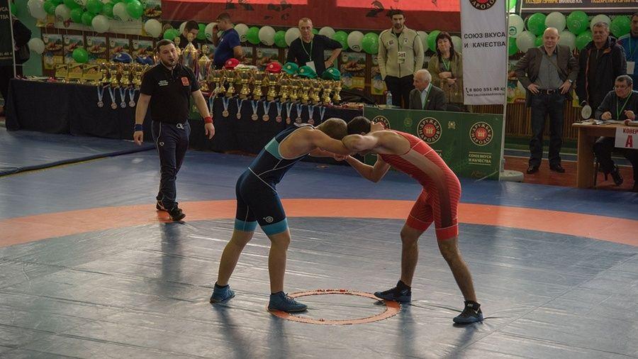 Фоторепортаж с борцовского турнира в честь Александра Пономарева