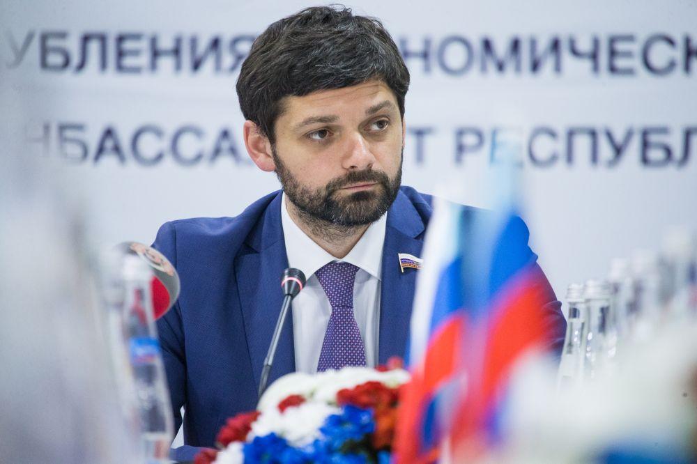 В Крыму предложили украсить автозаки, что встретить очередной марш Чубарова