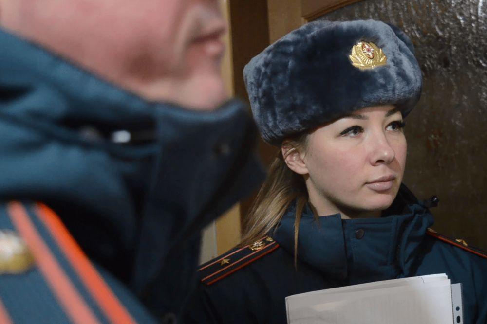 В Севастополе сотрудники МЧС общаются с социально незащищёнными семьями с детьми