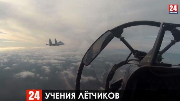 Молодые лётчики морской авиации Черноморского флота отработали взлёты и посадки в сложных метеоусловиях