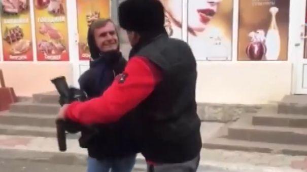 """Евпаторийца, ударившего видеооператора """"Крым 24"""", будут судить"""