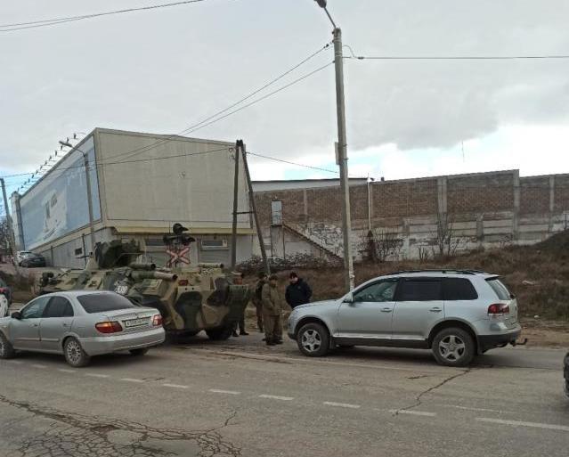 В Севастополе столкнулись БТР и легковушка