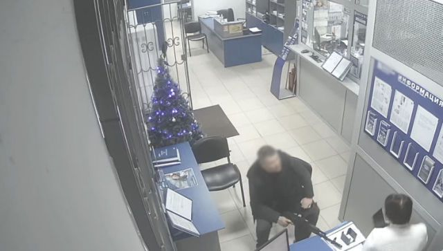 Пьяный иностранец в Крыму хотел ограбить банк со страйбольным оружием