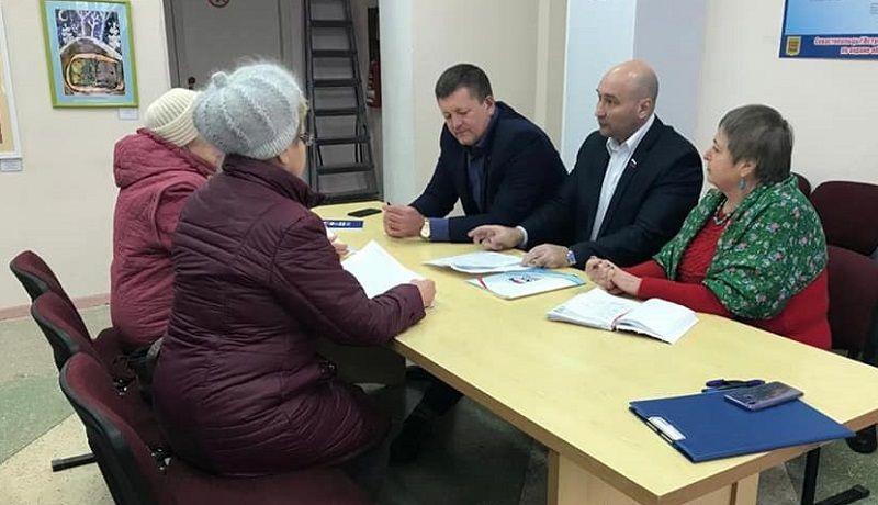Севастопольские депутаты встретились с жителями Корабельной стороны