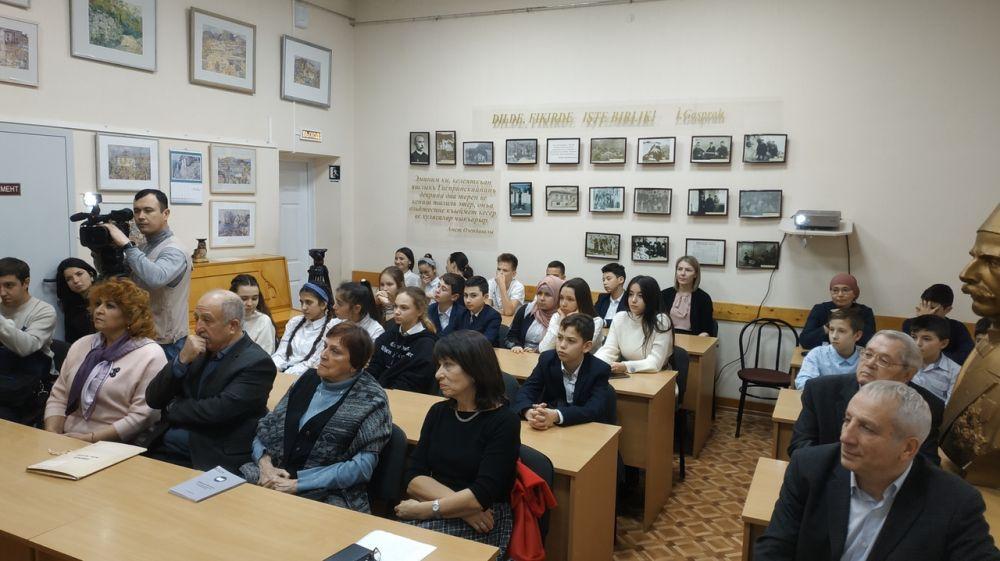 В Республиканской крымскотатарской библиотеке им. И. Гаспринского организован вечер «Жемчужины мысли Усеина Куркчи»