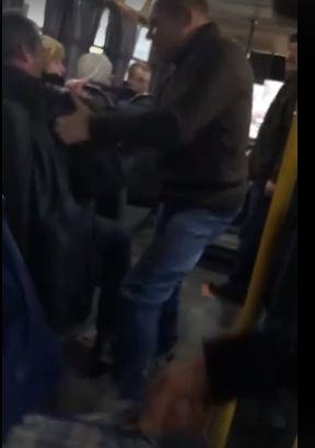 В Крымской маршрутке водитель пытался избавиться от пассажира-льготника