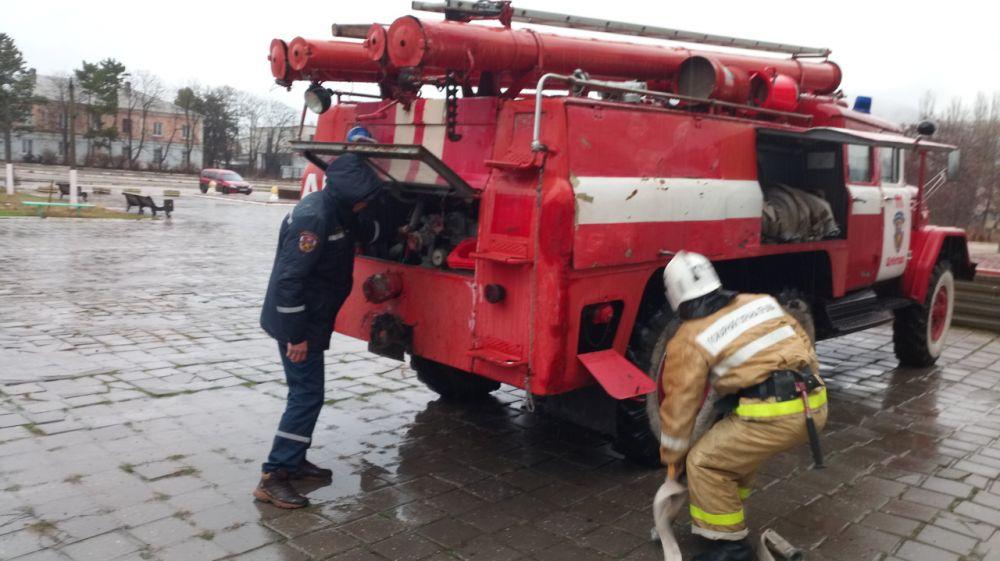 Сотрудники ГКУ РК «Пожарная охрана Республики Крым» продолжают проводить пожарно-тактические занятия в хонах своей ответственности