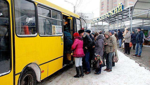 В Крыму водитель маршрутки пытался вышвырнуть пьяного льготника