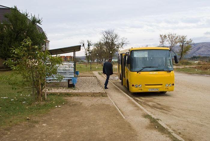 """Водитель автобуса """"Перевальное-Симферополь"""" пытался вышвырнуть пьяного льготника"""