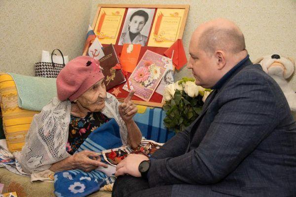 В Севастополе вручили первую медаль, посвященную 75-летию Победы в Великой Отечественной войне