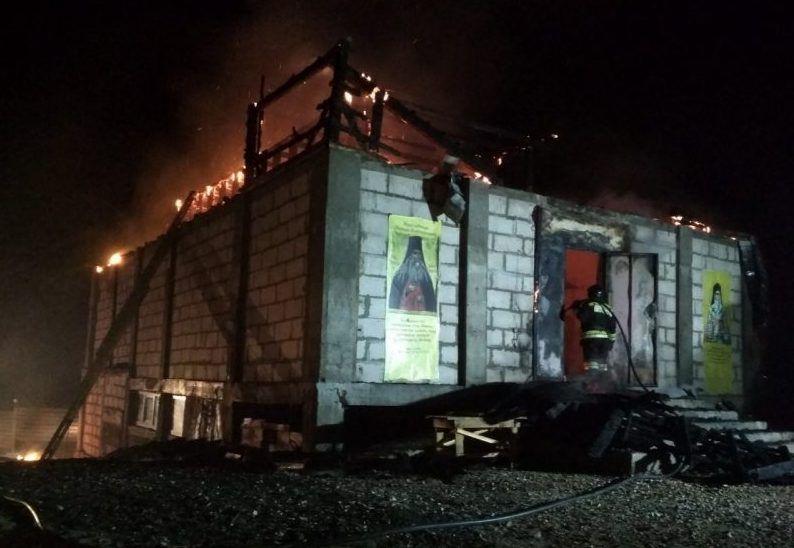 Пожар в селе Морозовка: загорелась хозпостройка на территории мужского монастыря