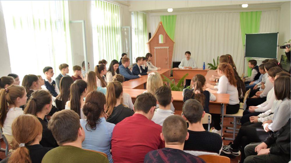Глава района продолжает проводить диалог на равных с учениками школ