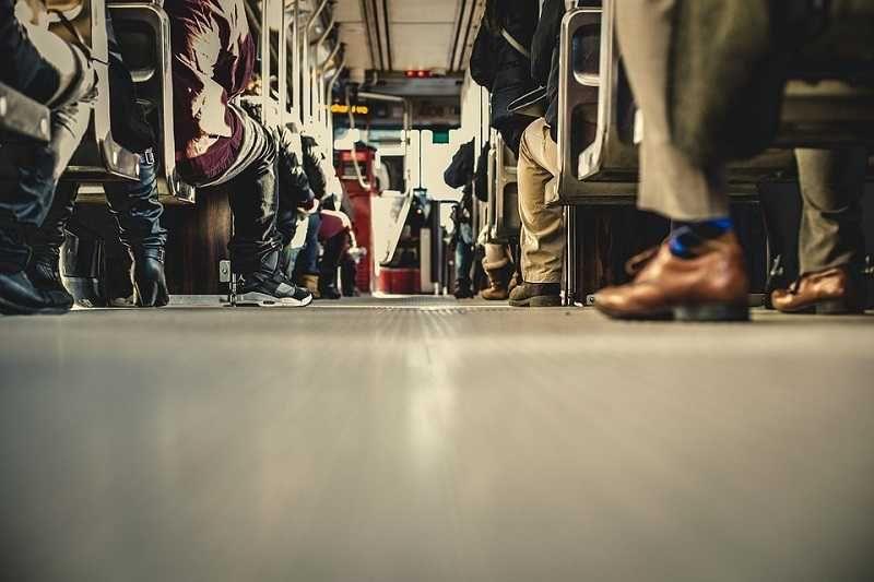 Водитель рейсового автобуса в Крыму выталкивал пьяного льготника на глазах у пассажиров