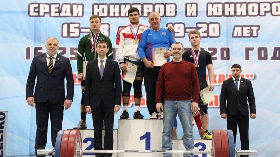 Симферопольский тяжелоатлет Геворг Серобян обновил семь рекордов России на юниорском первенстве в Старом Осколе!