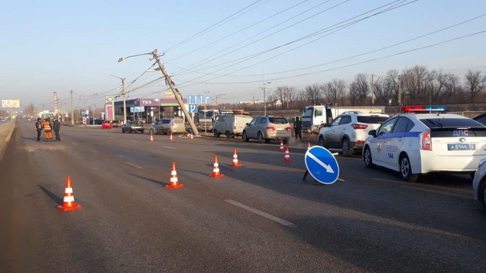 Стало известно, из-за чего завалился столб на Евпаторийском шоссе в Симферополе