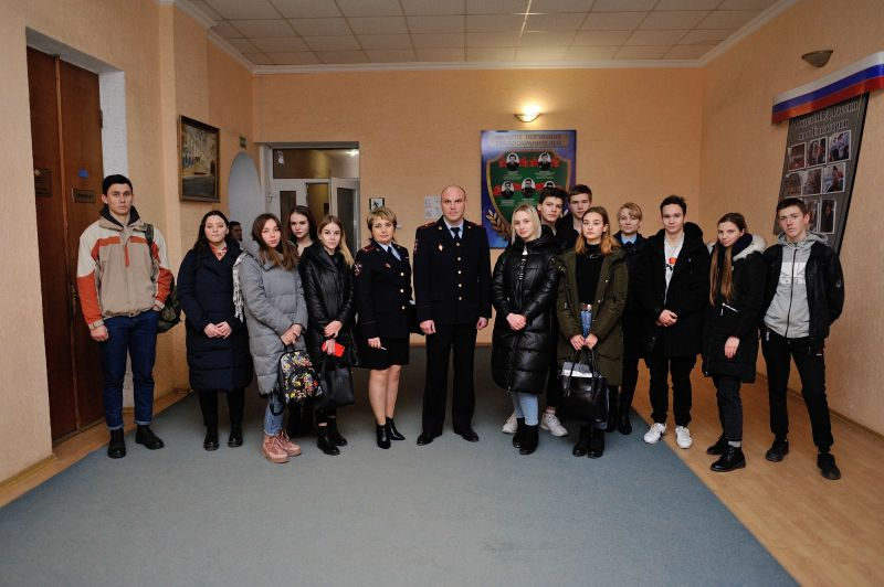 Евпаторийские полицейские приняли у себя в здании «Студенческий десант»