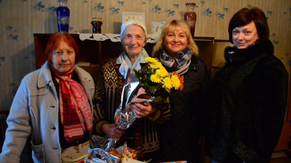 Сотрудники Гаспринского терроргана совместно с общественниками посетили жительницу блокадного Ленинграда Генриетту Стрелову