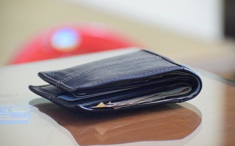 В Симферополе мужчина похитил у сожительницы кошелёк и… выкинул. Хотел «насолить»