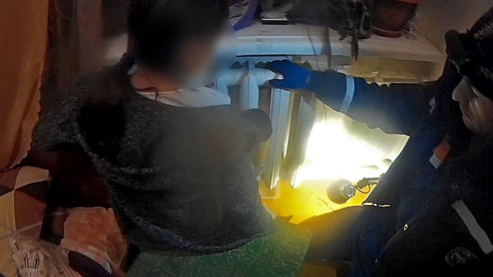 В Симферополе спасли ребенка, застрявшего в батарее