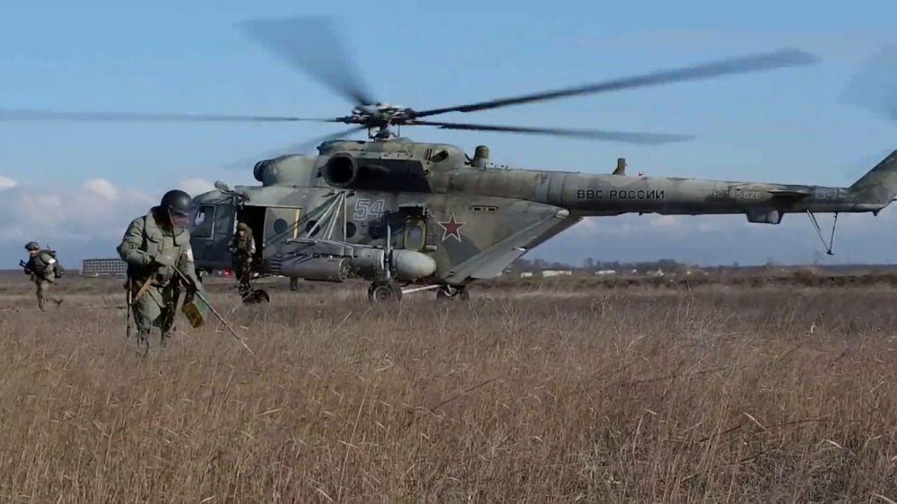 Воздушный десант ЧФ уничтожил «противника» в Крыму