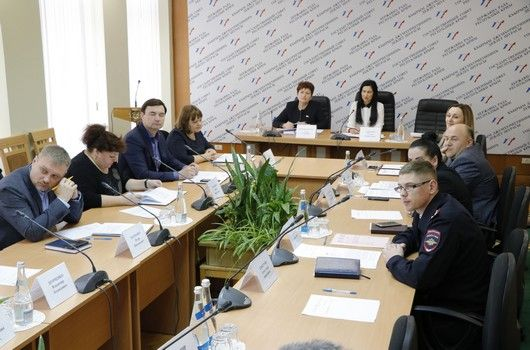В Госсовете обсудили инициативу МВД по Республике Крым, касающуюся введения ограничений на продажу алкогольной продукции в определенные праздничные дни