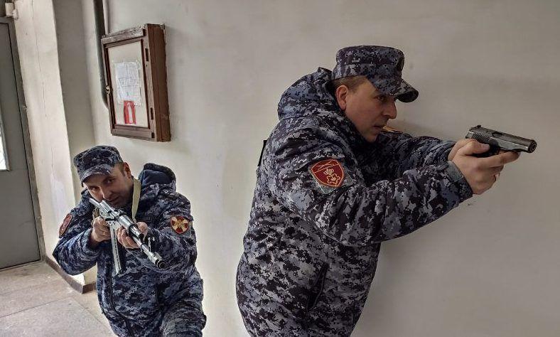 Бойцы групп задержания Севастопольской Росгвардии выясняли, кто из них лучший