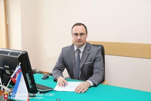 Глава Комитета по законодательству Сергей Трофимов уверен, что целевое обучение позволит ликвидировать дефицит врачей в регионах