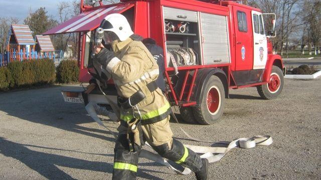 Огнеборцы ГКУ РК «Пожарная охрана Республики Крым» регулярно проводят пожарно-тактические занятия на социально значимых объектах