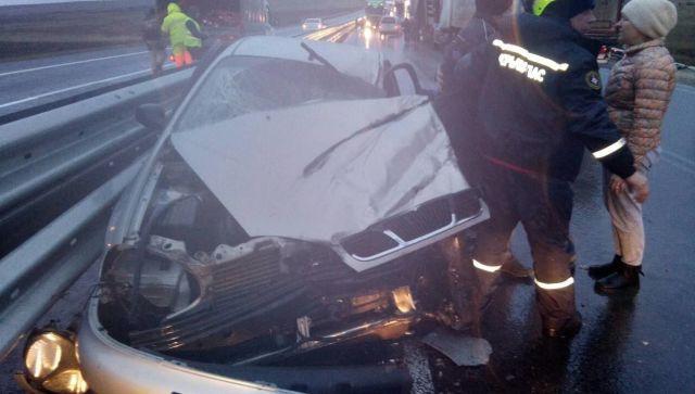 """На """"Тавриде"""" легковушка столкнулась с грузовиком – есть пострадавшие"""