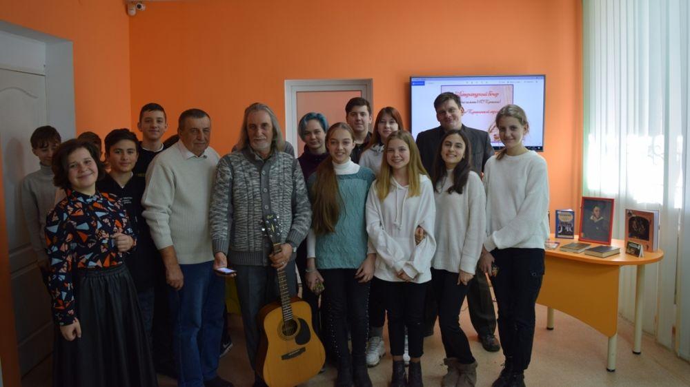 В Крымской республиканской библиотеке для молодежи проведен литературный вечер «Величие Пушкинской строки»