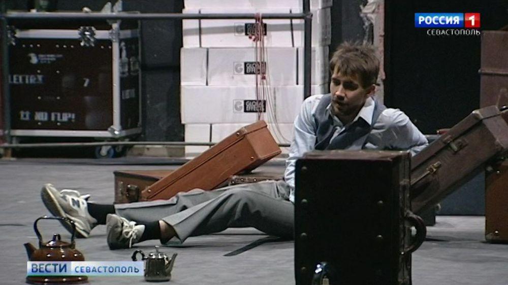 На премьере «Печорина» в Севастопольском ТЮЗе «зазвучит» реквизит