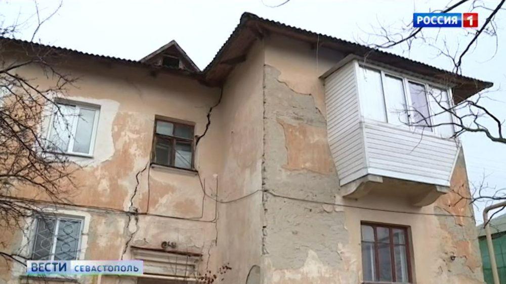 Две семьи продолжают жить в доме, который требует снести прокуратура Севастополя