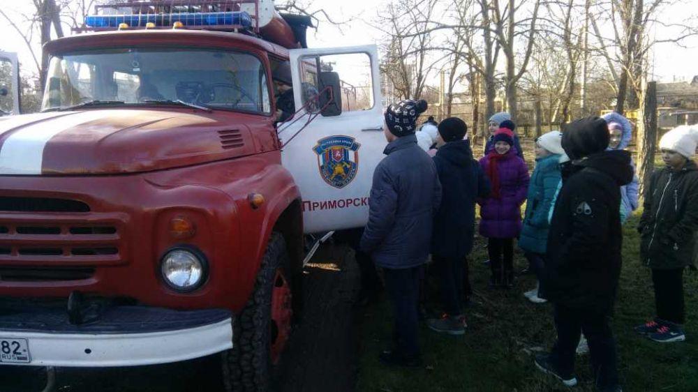 Сотрудники ГКУ РК «Пожарная охрана Республики Крым» провели пожарно-тактическое занятие с эвакуацией учащихся