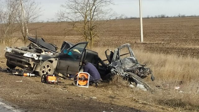 В Крыму в аварии погибли два человека: полиция ищет свидетелей