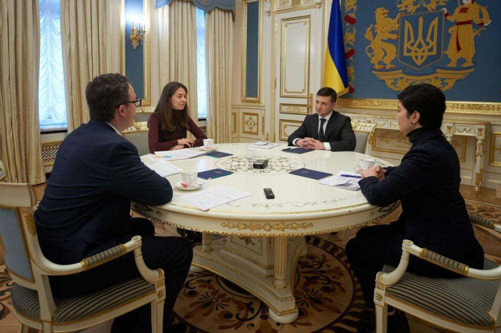 Зеленский пообещал построить город для переселенцев из Крыма