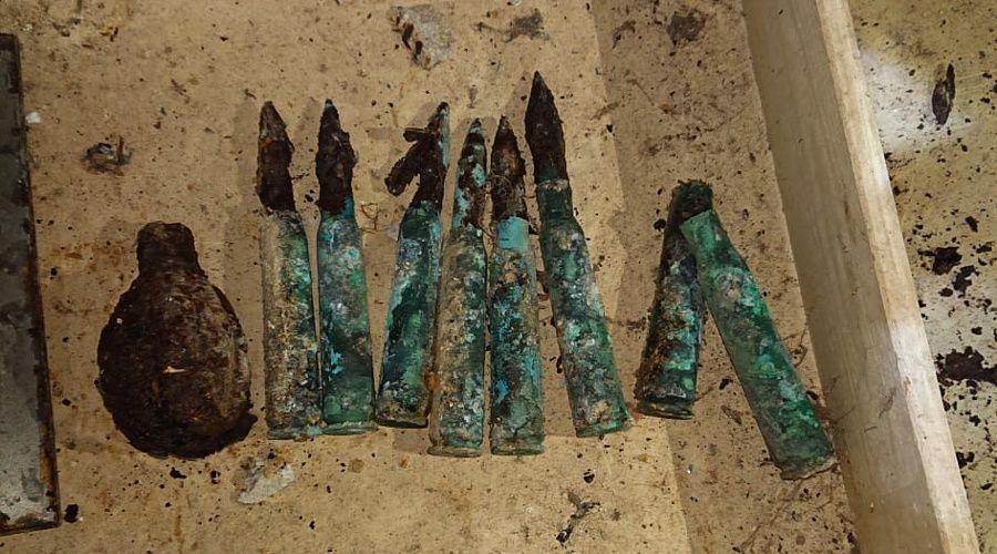 Строители нашли в подвале севастопольского дома гранату и патроны к пулемету
