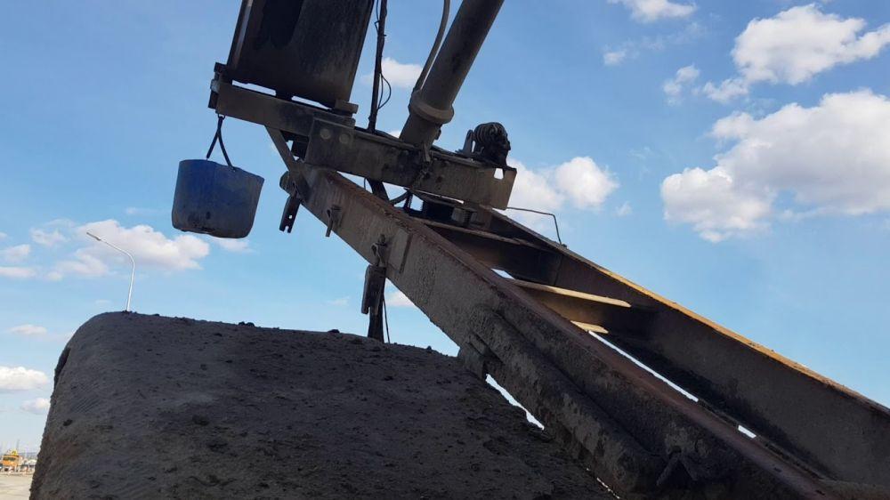 Строительный самосвал разорвало на две части на «Тавриде»