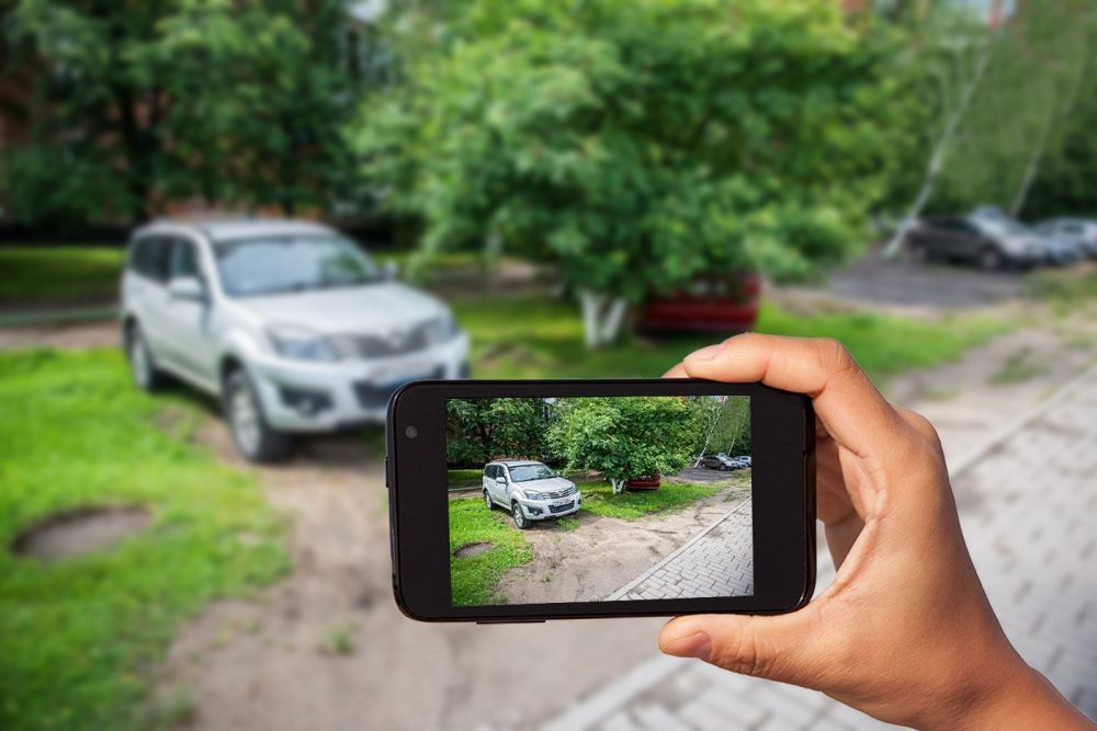 Газон – не парковка: в Симферополе наказали 11 автомобилистов