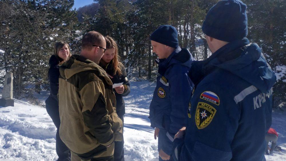 Во время патрулирования в выходные дни сотрудники «КРЫМ-СПАС» провели профилактические беседы с более чем 300 людьми