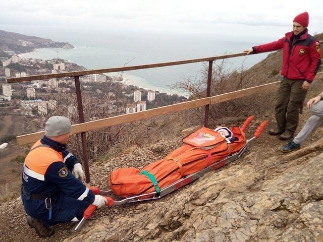 Поднимавшаяся в составе группы на вершину горы Аю-Даг туристка, получила травму ноги и не смогла передвигаться самостоятельно.