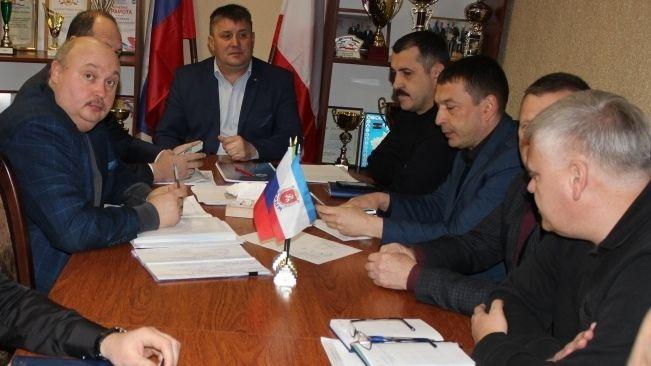 Михаил Слободяник провёл совещание с руководителями энергопоставляющих, ресурсоснабжающих предприятий района